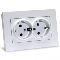 Электрическая двойная розетка Gunsan Eqona белая, с заземлением (1401100100150 )