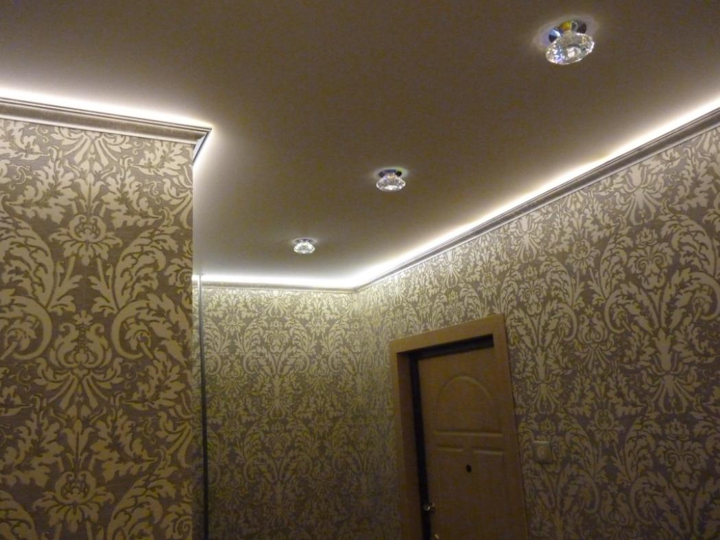 Подсветка периметра натяжного потолка и встраиваемые светильники