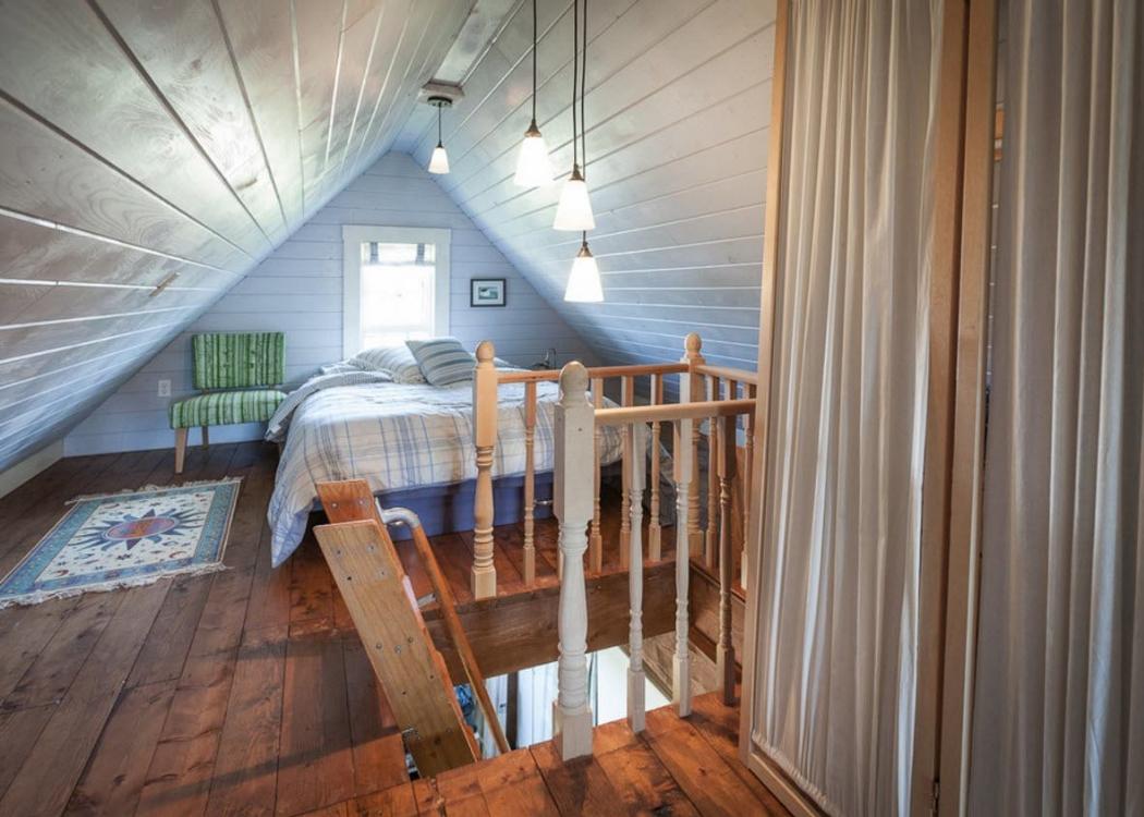 Освещение спальни на чердаке