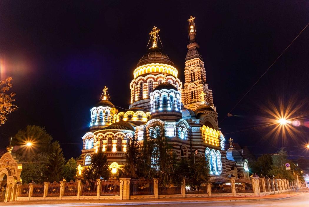 Контурная подсветка собора
