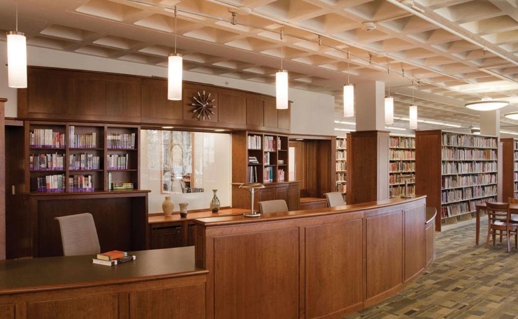 Освещение стойки в читальном зале